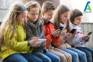1 کودکان و استفاده از گوشی