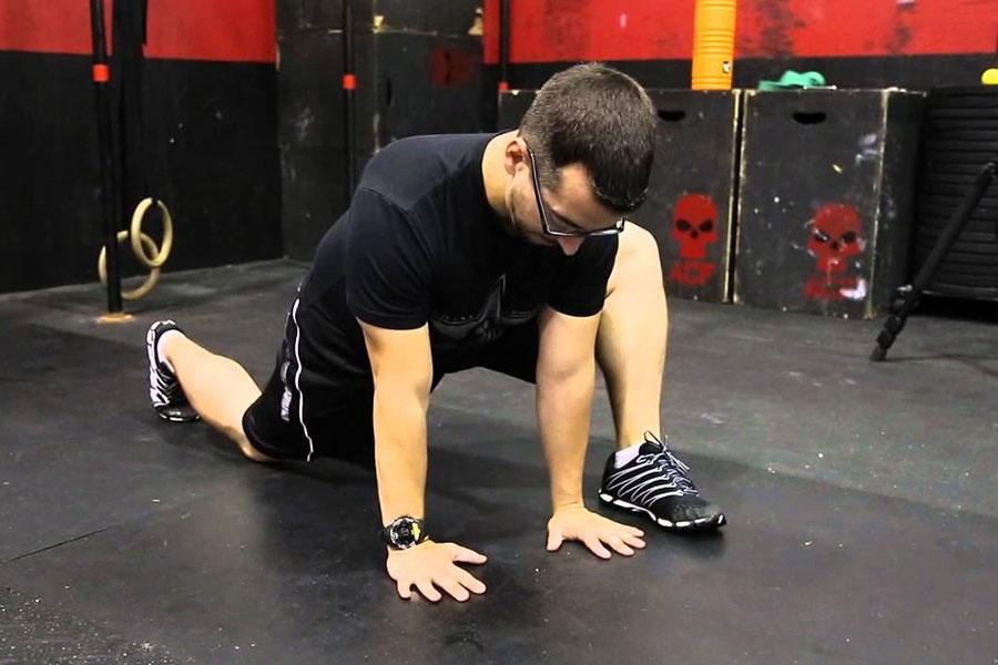 10 تمرینات کششی عضلات خم کننده مفصل ران