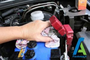 9 پاک کردن رسوبات سر باتری خودرو