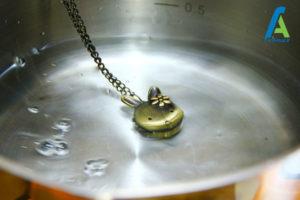 8 تمیز و براق کردن جواهرات برنجی