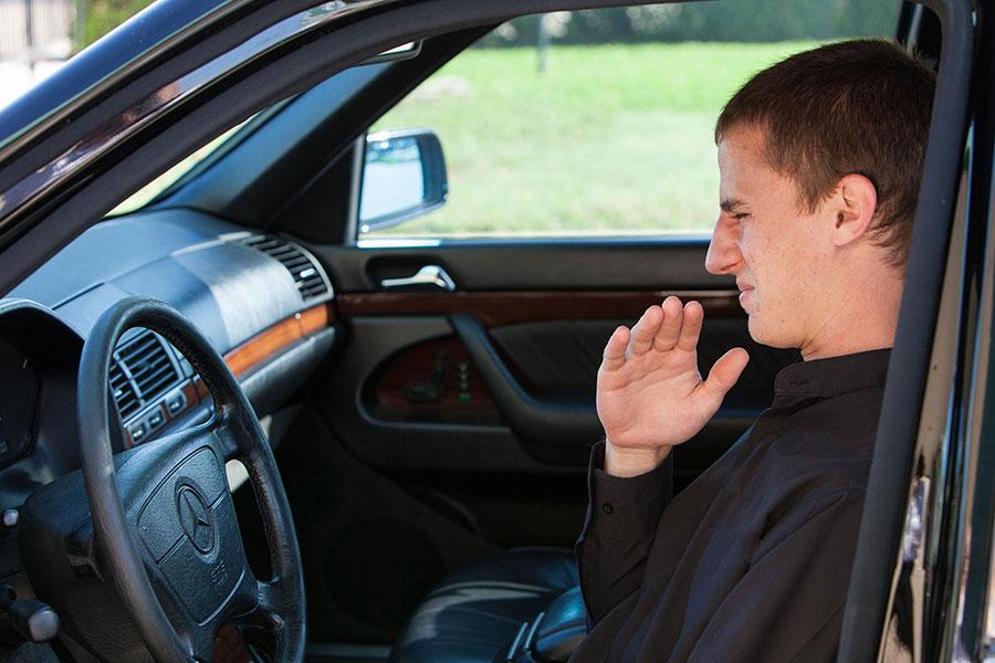 7 رفع بوی بنزین از خودرو