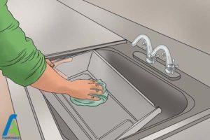 4 رفع بوی بد ماهی از یخچال