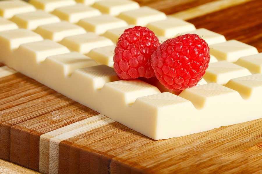 11 ذوب و رنگی کردن شکلات سفید