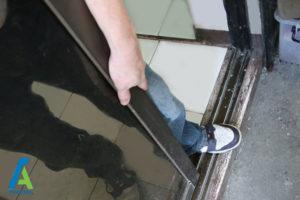 8 تمیز کردن درب کشویی