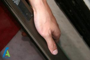 9 تمیز کردن درب کشویی