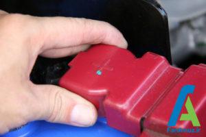 12 پاک کردن رسوبات سر باتری خودرو