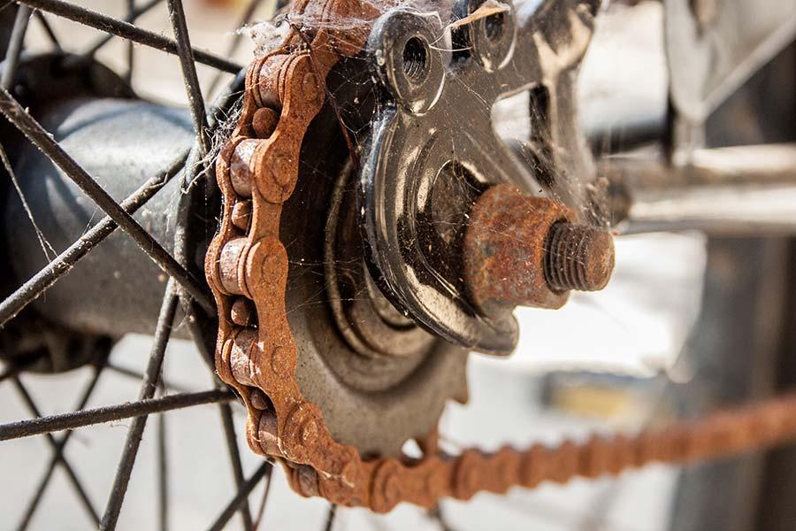 12 تمیز کردن زنگ زدگی زنجیر دوچرخه