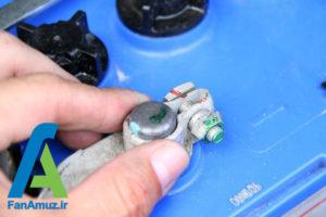13 پاک کردن رسوبات سر باتری خودرو