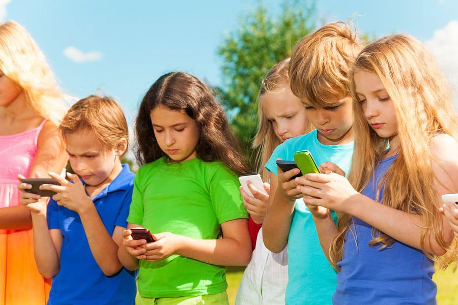2 کودکان و استفاده از گوشی