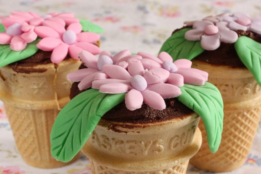 2 تهیه کاپ کیک گلدانی