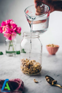 1 طرز تهیه شیر بادام هندی