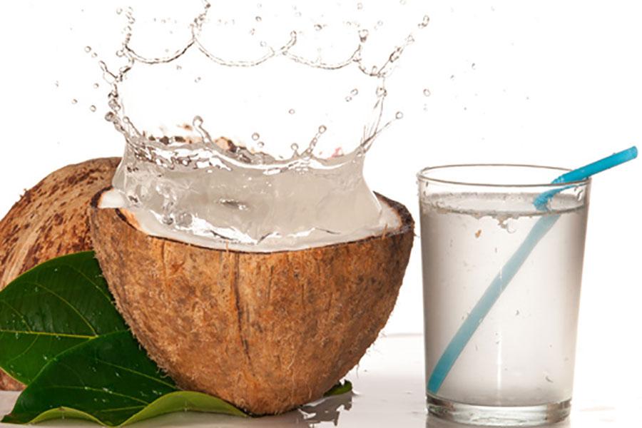 2 تهیه نوشیدنی کفیر آب نارگیل