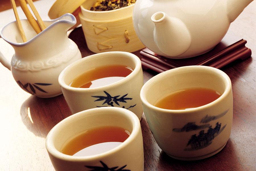 2 طرز تهیه دمنوش چای مامان