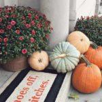 2 طراحی و تزئین ورودی منزل به سبک پاییزی