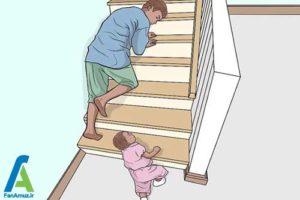 2 آموزش اصولی بالا و پایین رفتن کودک از پله