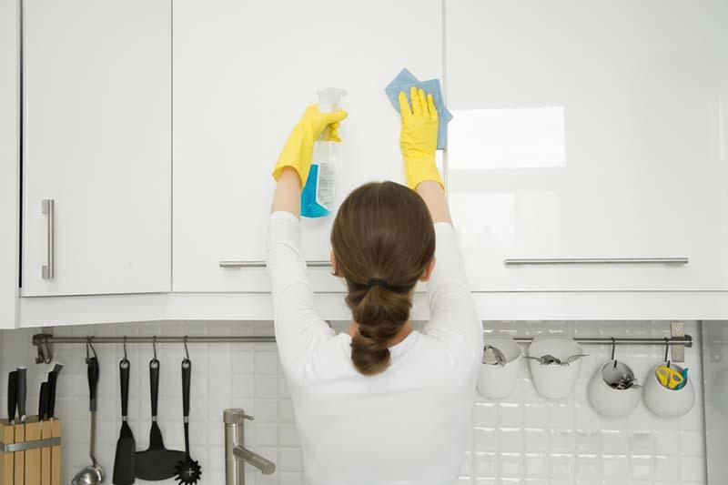 2 مدت دوره تمیز کردن کابینت ها