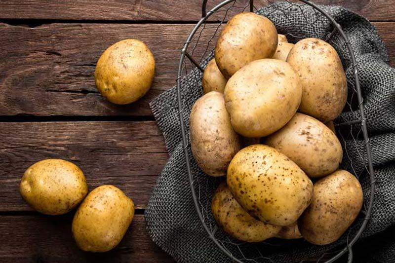 2 علت عدم نگهداری سیب زمینی در یخچال
