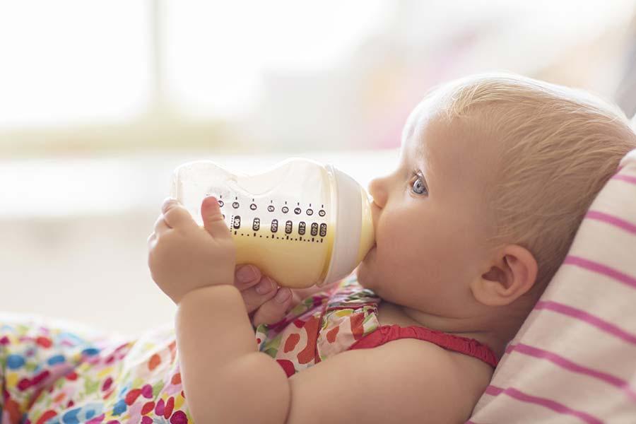 8 تمیز کردن شیشه شیر کودک