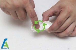 3 تمیز و ضدعفونی کردن جعبه لنز