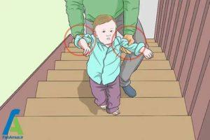 3 آموزش اصولی بالا و پایین رفتن کودک از پله