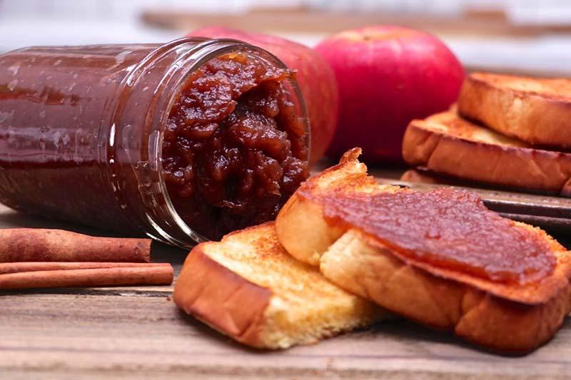3 طرز تهیه کره سیب در خانه