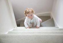 Photo of چگونه بالا و پایین رفتن از پله را به کودک یاد بدهیم؟