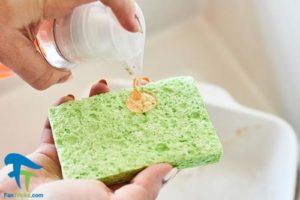 5 طرز شستن و تمیز کردن ظروف کاسرول