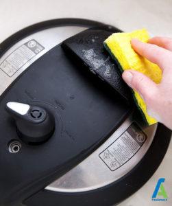 3 نحوه تمیز کردن زودپز برقی