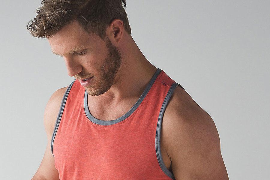 7 اصول پوشیدن زیر پیراهن مردانه
