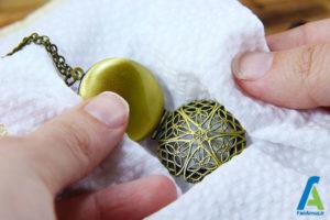 6 تمیز و براق کردن جواهرات برنجی