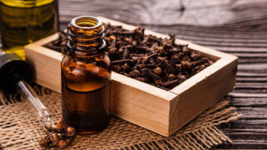 Photo of چگونه از روغن میخک برای درمان آکنه و جوش استفاده کنیم؟