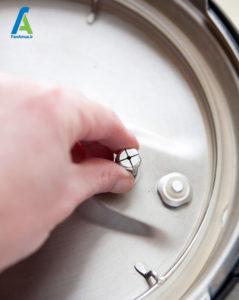 5 نحوه تمیز کردن زودپز برقی