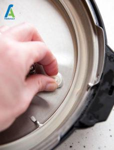 6 نحوه تمیز کردن زودپز برقی