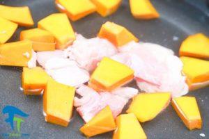 1 طرز تهیه خوراک پوره مرغ برای کودک