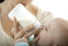 Photo of علائم و نشانه های خراب و فاسد بودن شیر دوشیده شده مادر