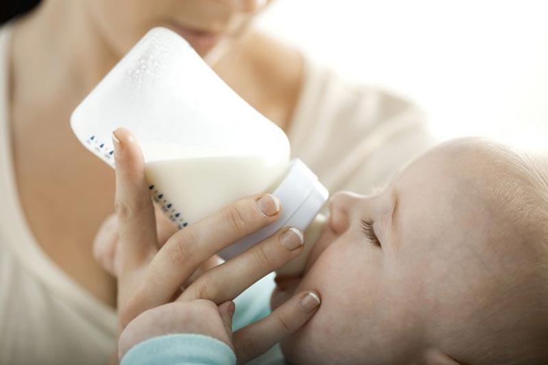 4 تشخیص سالم یا فاسد بودن شیر مادر