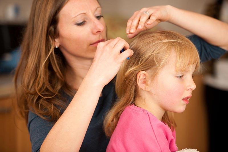 7 درمان خانگی موهای سفید کودک