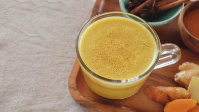 Photo of طرز تهیه نوشیدنی لاته زردچوبه با دارچین و کاسنی برای فصل زمستان
