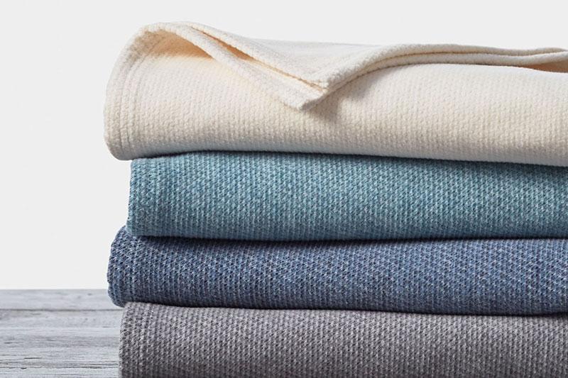 5 اصول شستن و تمیز کردن پتوی پشمی