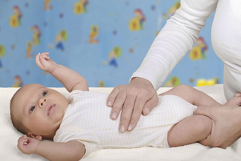 5 درمان خانگی مشکلات گوارشی نوزاد