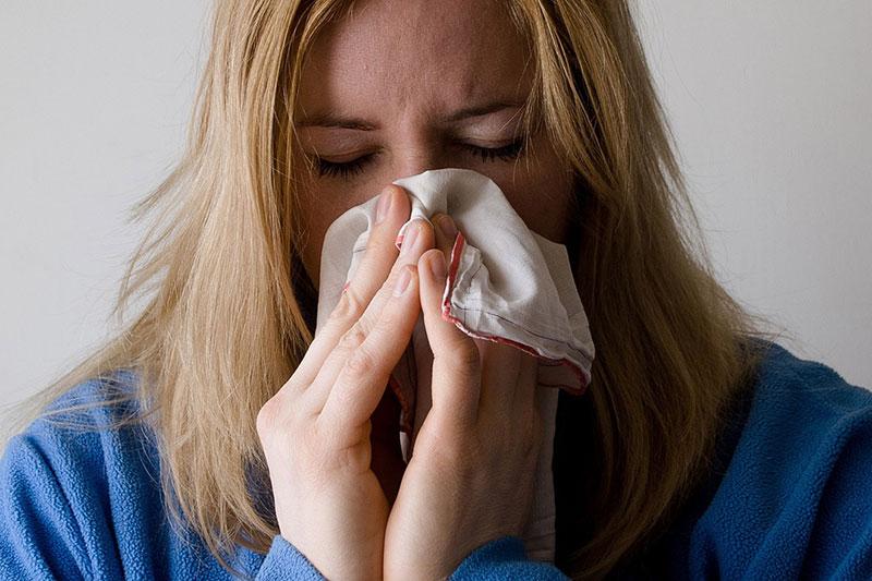 2 دلایل ایجاد آلرژی و حساسیت در شب