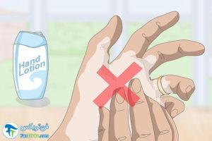 2 جلوگیری از ایجاد لکه بدلیجات روی پوست