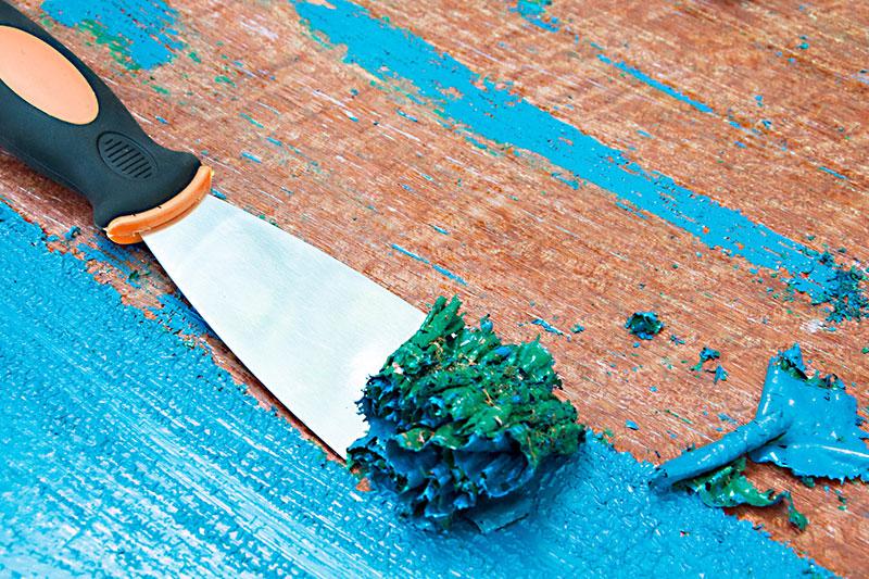 4 از بین بردن رنگ لاتکس از سطح چوب
