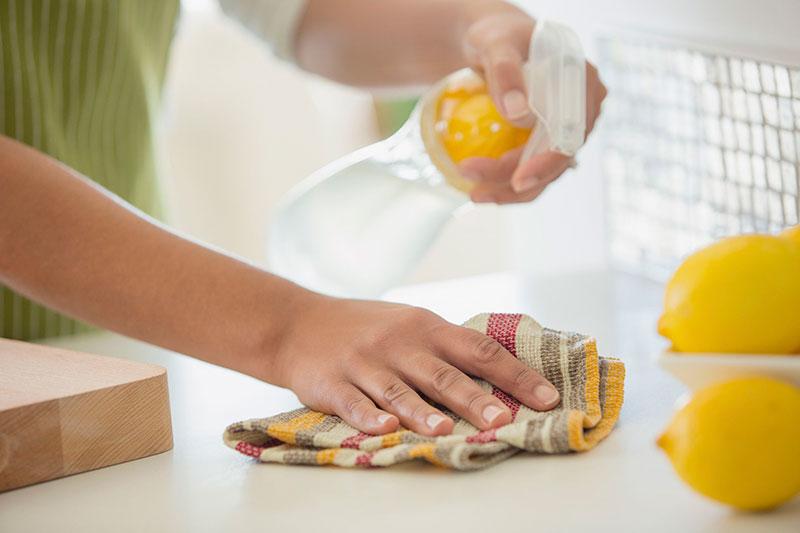 2 ممنوعیت استفاده از سرکه برای تمیز کاری