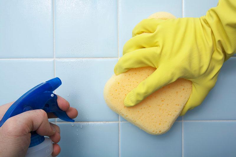 5 از بین بردن لکه صابون از روی کاشی حمام
