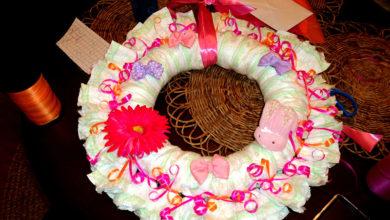 Photo of چگونه پوشک را به شکل حلقه گل تزئین کنیم؟