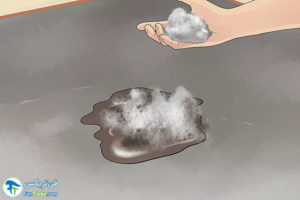 1 پاک کردن لکه ضد یخ ماشین از زمین