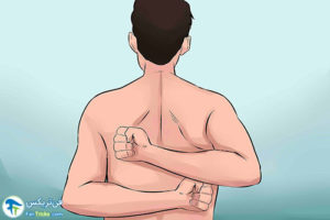 2 چرب کردن پشت بدن با لوسیون توسط خودمان