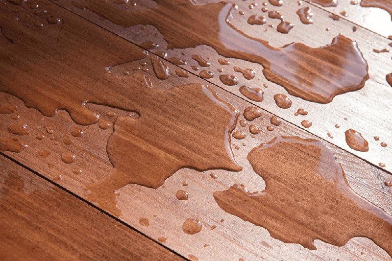 4 خشک کردن آب نفوذ کرده زیر کفپوش چوبی