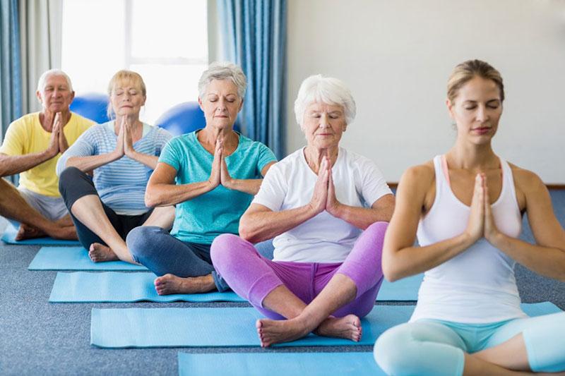 5 حرکات یوگا مناسب افراد بالای 50 سال